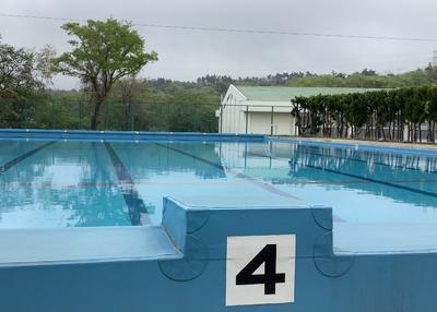 満水のプール